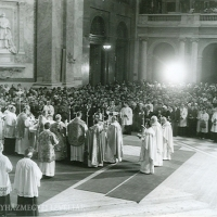 Szentmise az új püspökök koncelebrálásával.